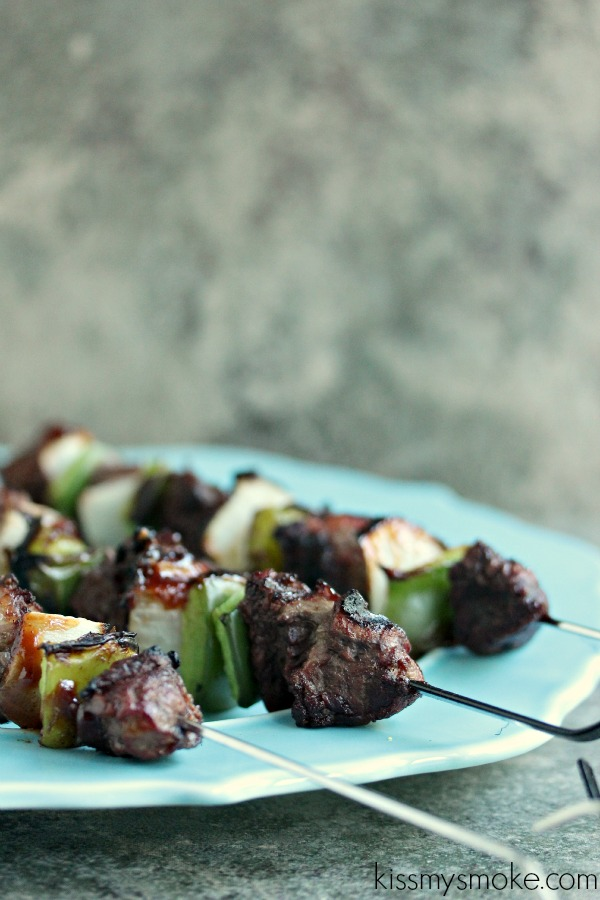 Tenderloin Kebabs with Green Pepper and Onion   Kiss My Smoke   #grill #bbq #beef #kebabs