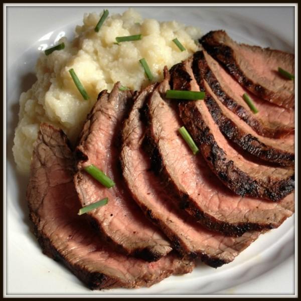 Garlic Flank Steak by The Lemon Bowl | Beef Recipe Round Up Featured on kissmysmoke.com
