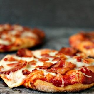 Easy Grilled Mini Bacon Pizzas- When I make bacon pizza I love using different flavours of bacon. In my world the more bacon you pile on a pizza, or anything else for that matter, the better. #Sponsored by Wright Brand® Bacon @Walmart #boldbacon