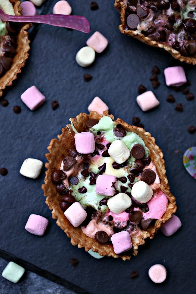S'mores Campfire Waffle Cups are super quick and easy to make. Like campfire cones but cuter. Fill them up with all your favourites toppings!